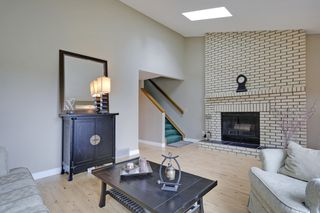 Photo 5: 4022 46 Street SW in Calgary: House for sale : MLS®# C4014489