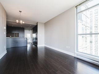 Photo 5: 2305 3008 GLEN Drive in Coquitlam: North Coquitlam Condo for sale : MLS®# R2169107
