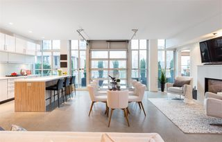 """Photo 1: 701 546 BEATTY Street in Vancouver: Downtown VW Condo for sale in """"The Crane"""" (Vancouver West)  : MLS®# R2216394"""
