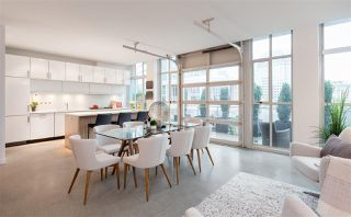 """Photo 2: 701 546 BEATTY Street in Vancouver: Downtown VW Condo for sale in """"The Crane"""" (Vancouver West)  : MLS®# R2216394"""