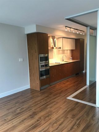 "Photo 3: 519 159 W 2ND Avenue in Vancouver: False Creek Condo for sale in ""Tower Green at West"" (Vancouver West)  : MLS®# R2231645"