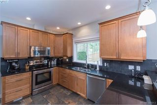Photo 8: 630 Granrose Terrace in VICTORIA: Co Latoria Single Family Detached for sale (Colwood)  : MLS®# 390013