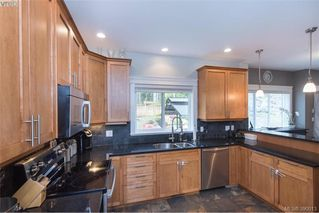 Photo 2: 630 Granrose Terrace in VICTORIA: Co Latoria Single Family Detached for sale (Colwood)  : MLS®# 390013