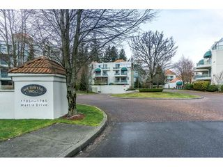 """Photo 18: 107 1725 MARTIN Drive in Surrey: Sunnyside Park Surrey Condo for sale in """"Southwynd"""" (South Surrey White Rock)  : MLS®# R2339886"""