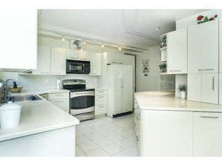 """Photo 4: 107 1725 MARTIN Drive in Surrey: Sunnyside Park Surrey Condo for sale in """"Southwynd"""" (South Surrey White Rock)  : MLS®# R2339886"""