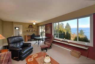 Photo 1: 775 MARINE Drive in Gibsons: Gibsons & Area House for sale (Sunshine Coast)  : MLS®# R2349624