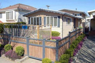 Photo 1: 1033 E 33RD Avenue in Vancouver: Fraser VE House for sale (Vancouver East)  : MLS®# R2355208