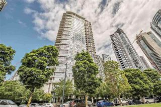 "Photo 1: 2103 583 BEACH Crescent in Vancouver: Yaletown Condo for sale in ""PARK WEST TWO"" (Vancouver West)  : MLS®# R2361220"