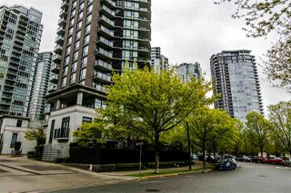 "Photo 2: 2103 583 BEACH Crescent in Vancouver: Yaletown Condo for sale in ""PARK WEST TWO"" (Vancouver West)  : MLS®# R2361220"