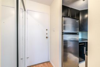 """Photo 2: 1204 1146 HARWOOD Street in Vancouver: West End VW Condo for sale in """"THE LAMPLIGHTER"""" (Vancouver West)  : MLS®# R2374402"""