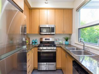 Photo 9: 116 6888 SOUTHPOINT Drive in Burnaby: South Slope Condo for sale (Burnaby South)  : MLS®# R2379184