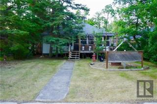 Photo 1: 205 Pine Avenue in Winnipeg Beach: Residential  : MLS®# 1911791