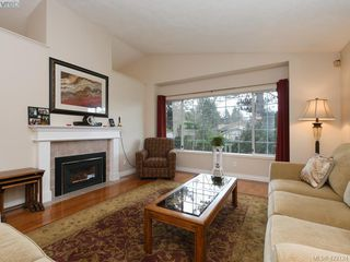 Photo 2: 1 901 Kentwood Lane in VICTORIA: SE Broadmead Row/Townhouse for sale (Saanich East)  : MLS®# 422124