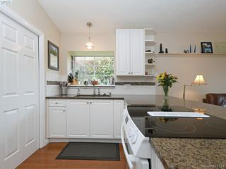 Photo 9: 1 901 Kentwood Lane in VICTORIA: SE Broadmead Row/Townhouse for sale (Saanich East)  : MLS®# 422124
