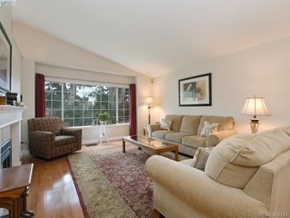 Photo 5: 1 901 Kentwood Lane in VICTORIA: SE Broadmead Row/Townhouse for sale (Saanich East)  : MLS®# 422124
