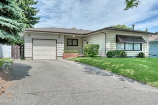 Main Photo: 712 75 Avenue SW in Calgary: Kingsland Detached for sale : MLS®# A1016044