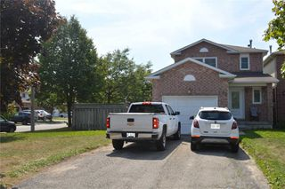 Photo 2: 42 Poolton Crescent in Clarington: Courtice House (2-Storey) for sale : MLS®# E4869220