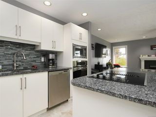 Photo 13: 2390 Halcyon Pl in : CS Tanner House for sale (Central Saanich)  : MLS®# 860768