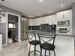 Photo 11: 2390 Halcyon Pl in : CS Tanner House for sale (Central Saanich)  : MLS®# 860768