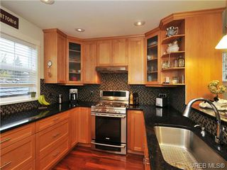 Photo 5: 1440 HAMLEY St in VICTORIA: Vi Fairfield West Single Family Detached for sale (Victoria)  : MLS®# 687430