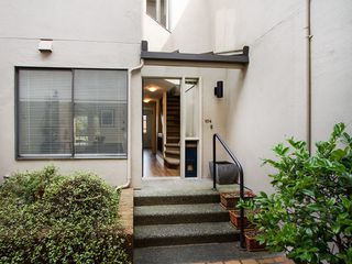 "Photo 2: 104 811 W 7TH Avenue in Vancouver: Fairview VW Townhouse for sale in ""WILLOW MEWS"" (Vancouver West)  : MLS®# V1110537"