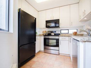 "Photo 11: 104 811 W 7TH Avenue in Vancouver: Fairview VW Townhouse for sale in ""WILLOW MEWS"" (Vancouver West)  : MLS®# V1110537"