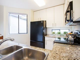 "Photo 12: 104 811 W 7TH Avenue in Vancouver: Fairview VW Townhouse for sale in ""WILLOW MEWS"" (Vancouver West)  : MLS®# V1110537"