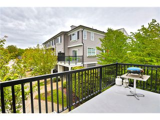 "Photo 3: 7 11060 BARNSTON VIEW Road in Pitt Meadows: South Meadows Townhouse for sale in ""COHO 1"" : MLS®# V1119323"