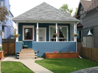 Main Photo: 814 22 Avenue SE in Calgary: Ramsay House for sale : MLS®# C4026636