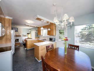 "Photo 11: 5519 5B Avenue in Delta: Pebble Hill House for sale in ""PEBBLE HILL"" (Tsawwassen)  : MLS®# R2101211"