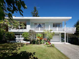 "Photo 1: 5519 5B Avenue in Delta: Pebble Hill House for sale in ""PEBBLE HILL"" (Tsawwassen)  : MLS®# R2101211"
