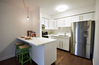 """Photo 6: 202 2120 W 2ND Avenue in Vancouver: Kitsilano Condo for sale in """"ARBUTUS PLACE"""" (Vancouver West)  : MLS®# R2149940"""