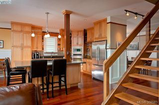 Photo 6: 1983 Watson St in VICTORIA: SE Camosun Single Family Detached for sale (Saanich East)  : MLS®# 605207