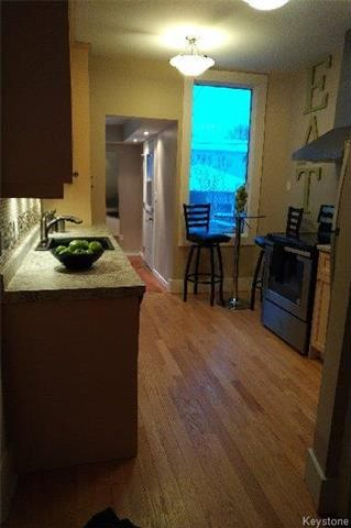 Photo 3: 557 Rosedale Avenue in Winnipeg: Fort Rouge Residential for sale (1Aw)  : MLS®# 1802100