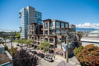 "Photo 13: 401 1510 W 6TH Avenue in Vancouver: Fairview VW Condo for sale in ""THE ZONDA"" (Vancouver West)  : MLS®# R2295200"