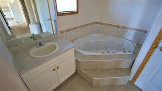 Photo 3: 7915 164 Avenue in Edmonton: Zone 28 House for sale : MLS®# E4137656