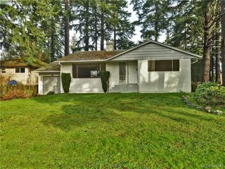 Photo 1: 536 Acland Ave in VICTORIA: Co Wishart North Single Family Detached for sale (Colwood)  : MLS®# 804616