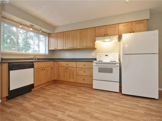 Photo 4: 536 Acland Ave in VICTORIA: Co Wishart North Single Family Detached for sale (Colwood)  : MLS®# 804616