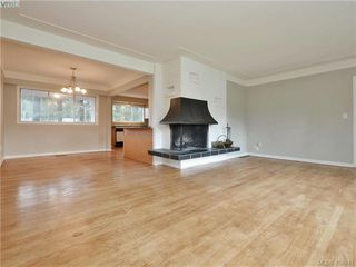 Photo 3: 536 Acland Ave in VICTORIA: Co Wishart North Single Family Detached for sale (Colwood)  : MLS®# 804616