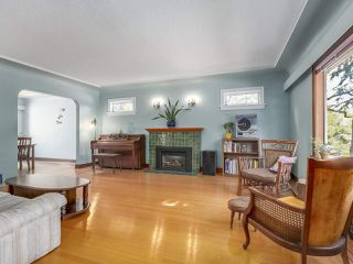 Photo 2: 4276 WALLACE Street in Vancouver: Dunbar House for sale (Vancouver West)  : MLS®# R2348266
