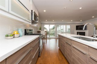 """Photo 4: 3 1466 EVERALL Street: White Rock Townhouse for sale in """"THE FIVE"""" (South Surrey White Rock)  : MLS®# R2351081"""