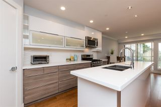"""Photo 3: 3 1466 EVERALL Street: White Rock Townhouse for sale in """"THE FIVE"""" (South Surrey White Rock)  : MLS®# R2351081"""
