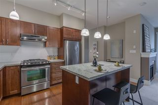 """Photo 10: 407 2601 WHITELEY Court in North Vancouver: Lynn Valley Condo for sale in """"Branches"""" : MLS®# R2355121"""
