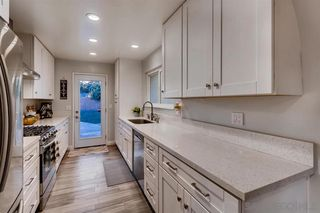 Photo 3: CLAIREMONT House for sale : 3 bedrooms : 3928 Mount Ainsworth Ave in San Diego