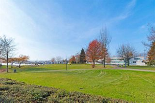"""Photo 18: 1106 33 CHESTERFIELD Place in North Vancouver: Lower Lonsdale Condo for sale in """"Harbour Front Park"""" : MLS®# R2418348"""