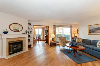 """Photo 2: 1106 33 CHESTERFIELD Place in North Vancouver: Lower Lonsdale Condo for sale in """"Harbour Front Park"""" : MLS®# R2418348"""