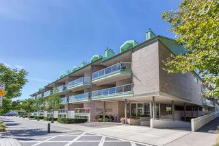 """Main Photo: 1106 33 CHESTERFIELD Place in North Vancouver: Lower Lonsdale Condo for sale in """"Harbour Front Park"""" : MLS®# R2418348"""