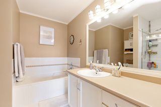 "Photo 11: 208 25 RICHMOND Street in New Westminster: Fraserview NW Condo for sale in ""FRASERVIEW"" : MLS®# R2423119"