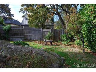 Photo 4: 2528 Forbes St in VICTORIA: Vi Oaklands Single Family Detached for sale (Victoria)  : MLS®# 587827
