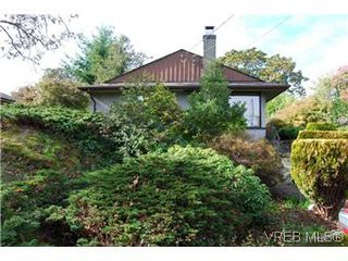 Photo 2: 2528 Forbes St in VICTORIA: Vi Oaklands Single Family Detached for sale (Victoria)  : MLS®# 587827